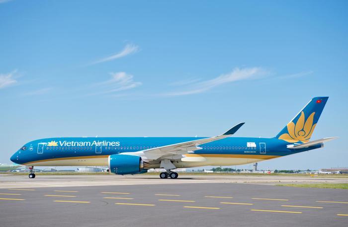 Vietnam Airlines hủy hàng loạt chuyến bay do ảnh hưởng của bão số 2 Ảnh 1