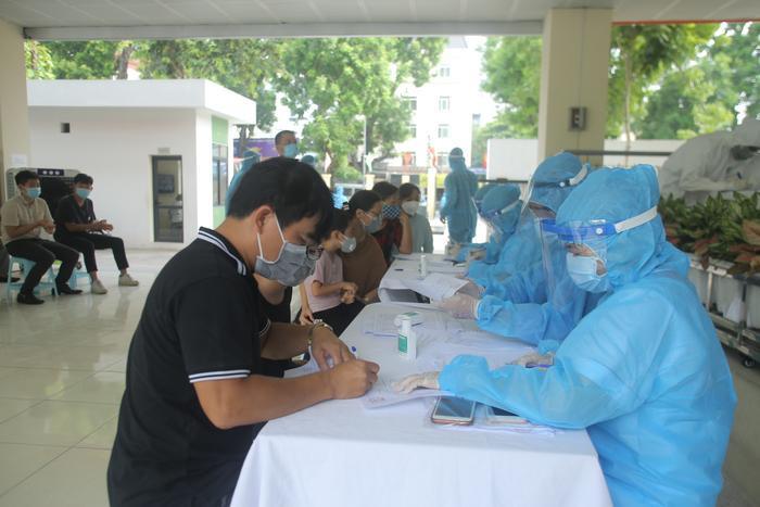 Thêm 4 ca nhiễm COVID-19: Một người ở TP Hồ Chí Minh đi du lịch Đà Nẵng, một ca tiếp xúc với bệnh nhân Ảnh 1