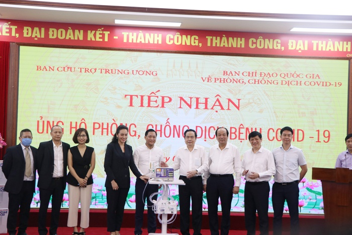 Đại học Văn Lang và Tập đoàn Vạn Thịnh Phát trao tặng 500 máy thở MV20 cho Mặt trận Tổ quốc Việt Nam - Bộ Y tế Ảnh 6
