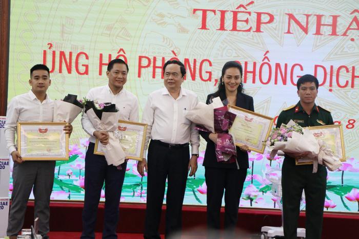 Đại học Văn Lang và Tập đoàn Vạn Thịnh Phát trao tặng 500 máy thở MV20 cho Mặt trận Tổ quốc Việt Nam - Bộ Y tế Ảnh 3