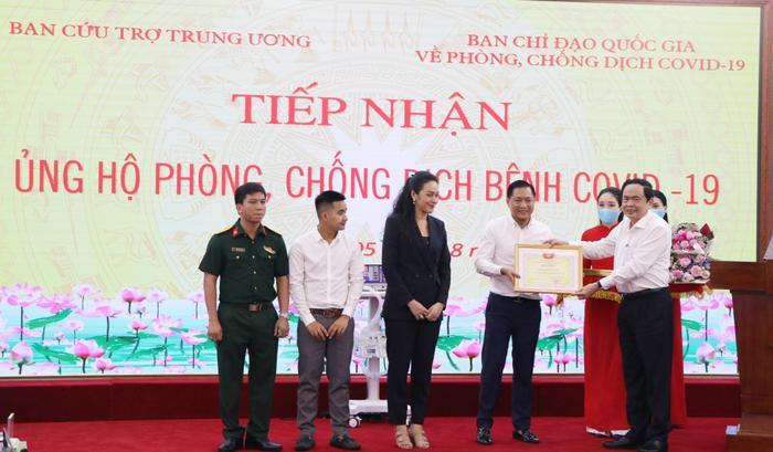 Đại học Văn Lang và Tập đoàn Vạn Thịnh Phát trao tặng 500 máy thở MV20 cho Mặt trận Tổ quốc Việt Nam - Bộ Y tế Ảnh 2