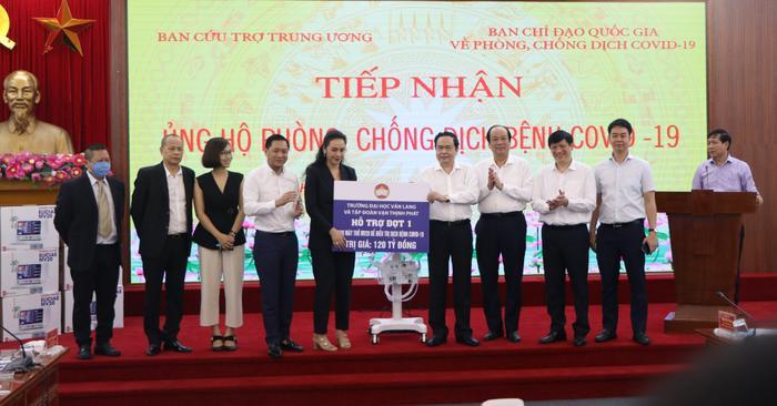 Đại học Văn Lang và Tập đoàn Vạn Thịnh Phát trao tặng 500 máy thở MV20 cho Mặt trận Tổ quốc Việt Nam - Bộ Y tế Ảnh 4