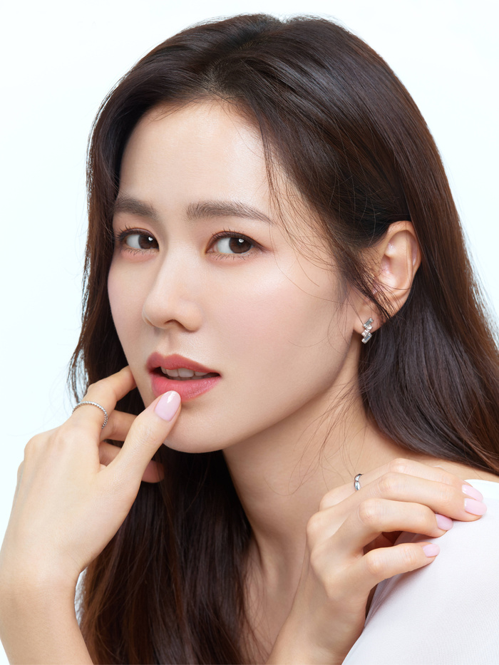 Son Ye Jin đẹp đến ngộp thở, hóa công chúa Disney: Quả nhiên là mỹ nhân thế giới 2020! Ảnh 2