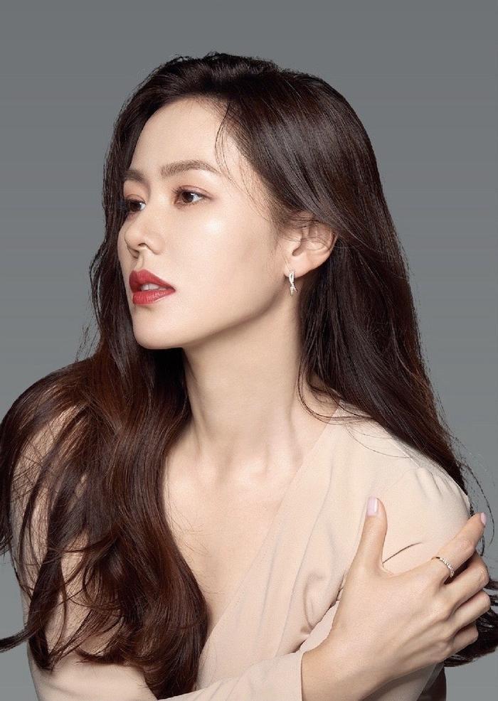 Son Ye Jin đẹp đến ngộp thở, hóa công chúa Disney: Quả nhiên là mỹ nhân thế giới 2020! Ảnh 9