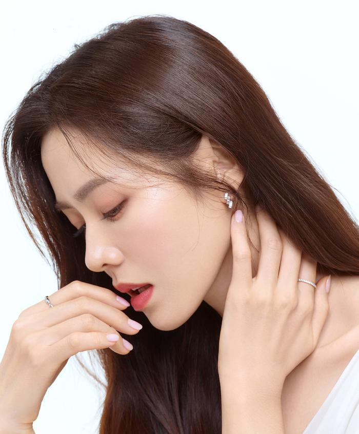 Son Ye Jin đẹp đến ngộp thở, hóa công chúa Disney: Quả nhiên là mỹ nhân thế giới 2020! Ảnh 4