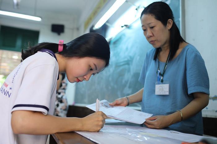 Chiều nay (8/8), cả nước có hơn 900.000 thí sinh đăng ký dự thi tốt nghiệp THPT 2020