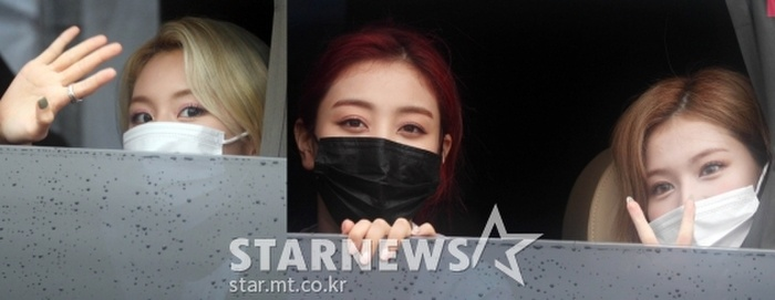 TWICE lộ diện sau concert giữa dịch Covid-19: Tzuyu, Momo và Jihyo được truyền thông Hàn khen xinh Ảnh 13