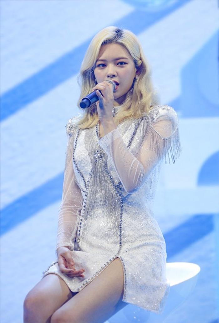 TWICE lộ diện sau concert giữa dịch Covid-19: Tzuyu, Momo và Jihyo được truyền thông Hàn khen xinh Ảnh 25