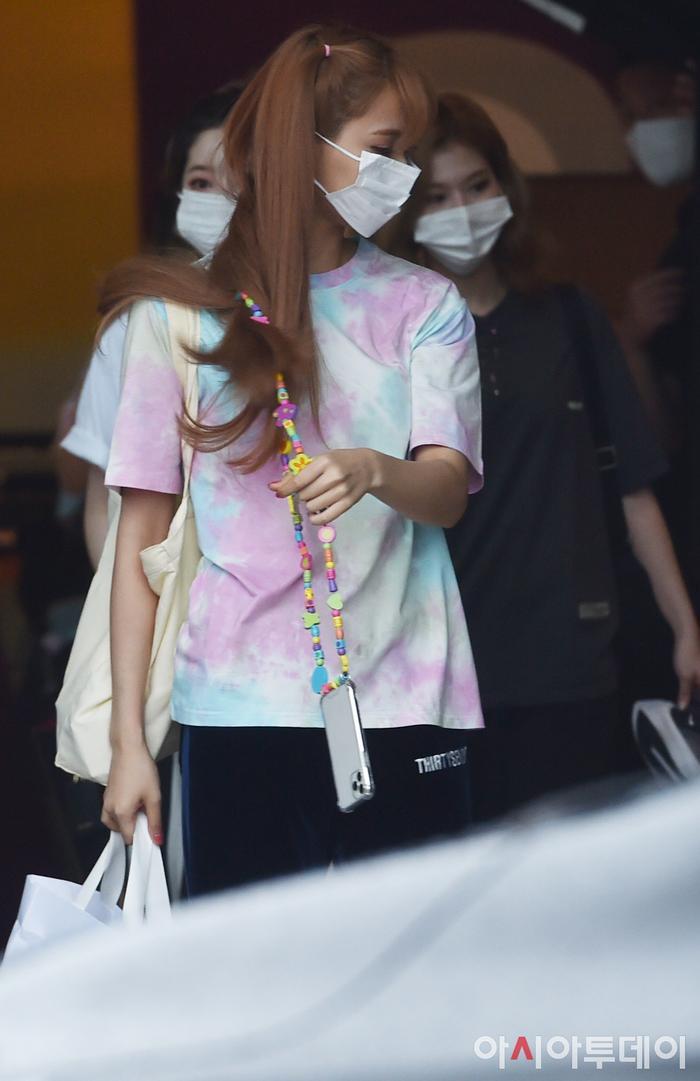 TWICE lộ diện sau concert giữa dịch Covid-19: Tzuyu, Momo và Jihyo được truyền thông Hàn khen xinh Ảnh 18