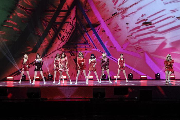 TWICE lộ diện sau concert giữa dịch Covid-19: Tzuyu, Momo và Jihyo được truyền thông Hàn khen xinh Ảnh 30
