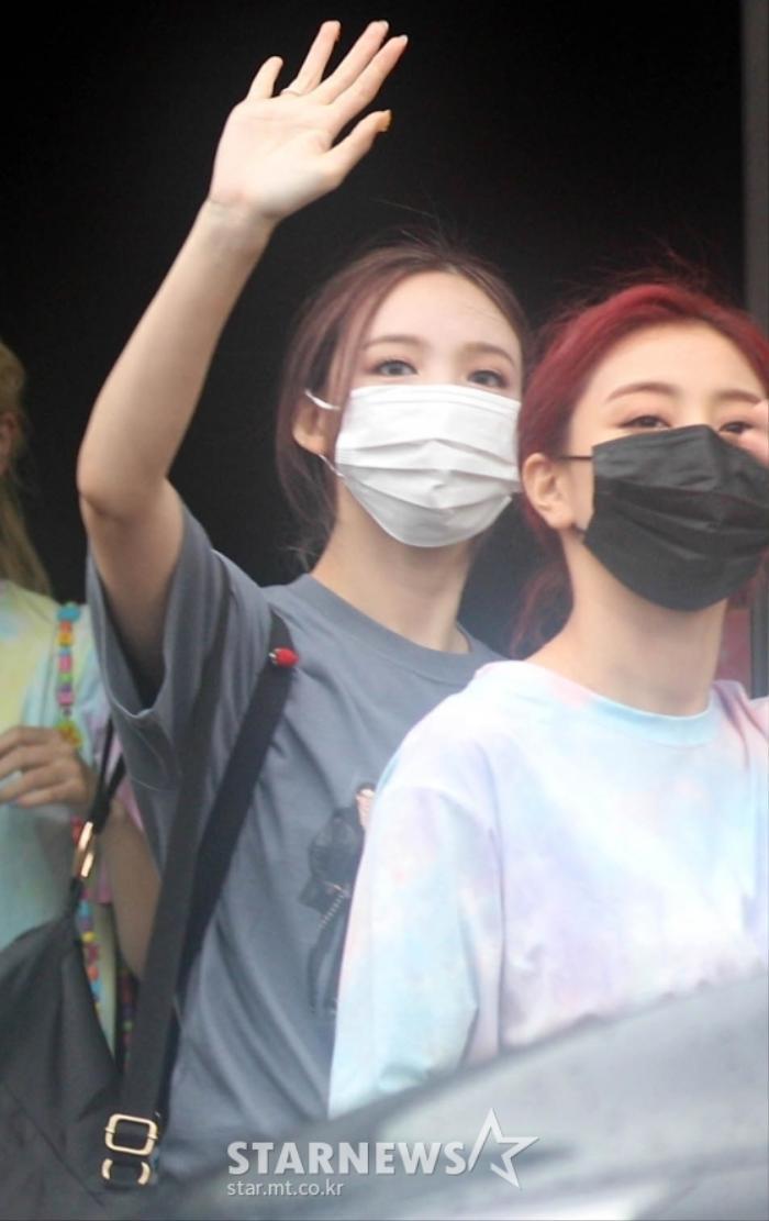 TWICE lộ diện sau concert giữa dịch Covid-19: Tzuyu, Momo và Jihyo được truyền thông Hàn khen xinh Ảnh 3