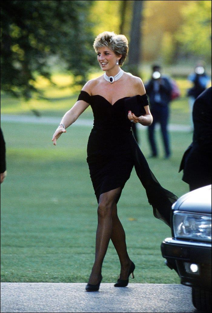 18 bộ trang phục trái quy tắc Hoàng gia từng gây sốc của Công nương Diana Ảnh 3