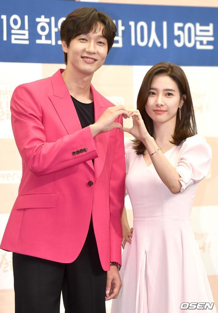 'Nàng cháo' Kim So Eun tình tứ bên Ji Hyun Woo và 2 mỹ nam điển trai: Có phải 'Vườn sao băng' bản 2020? Ảnh 18