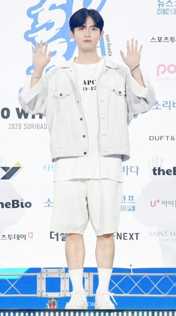 Kim Woo Seok, TWICE, Red Velvet, I*ZONE và ITZY đổ bộ thảm xanh 'Soribada Awards 2020' Ảnh 32