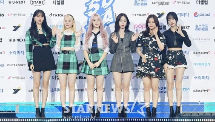 Kim Woo Seok, TWICE, Red Velvet, I*ZONE và ITZY đổ bộ thảm xanh 'Soribada Awards 2020' Ảnh 5