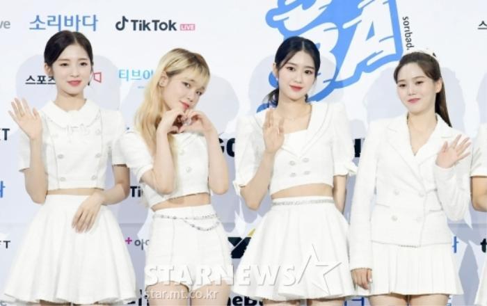 Kim Woo Seok, TWICE, Red Velvet, I*ZONE và ITZY đổ bộ thảm xanh 'Soribada Awards 2020' Ảnh 9