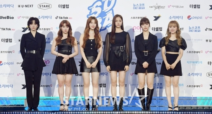 Kim Woo Seok, TWICE, Red Velvet, I*ZONE và ITZY đổ bộ thảm xanh 'Soribada Awards 2020' Ảnh 22