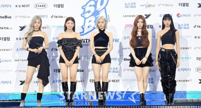 Kim Woo Seok, TWICE, Red Velvet, I*ZONE và ITZY đổ bộ thảm xanh 'Soribada Awards 2020' Ảnh 23