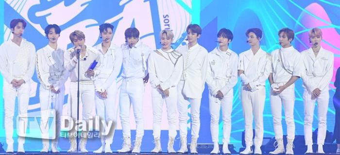 Người chiến thắng 'SOBA 2020': BTS nhận Daesang, Kang Daniel - TWICE và Red Velvet ôm về nhiều cúp lớn Ảnh 30