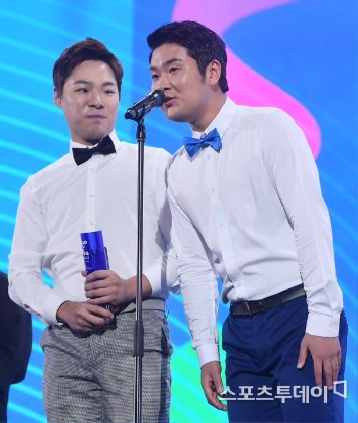 Người chiến thắng 'SOBA 2020': BTS nhận Daesang, Kang Daniel - TWICE và Red Velvet ôm về nhiều cúp lớn Ảnh 12