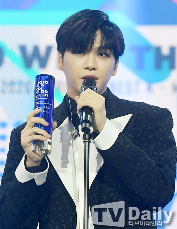 Người chiến thắng 'SOBA 2020': BTS nhận Daesang, Kang Daniel - TWICE và Red Velvet ôm về nhiều cúp lớn Ảnh 31