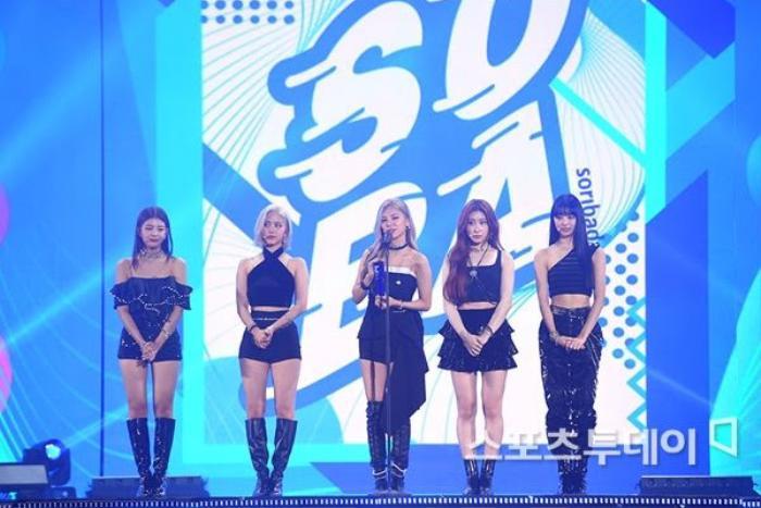 Người chiến thắng 'SOBA 2020': BTS nhận Daesang, Kang Daniel - TWICE và Red Velvet ôm về nhiều cúp lớn Ảnh 22
