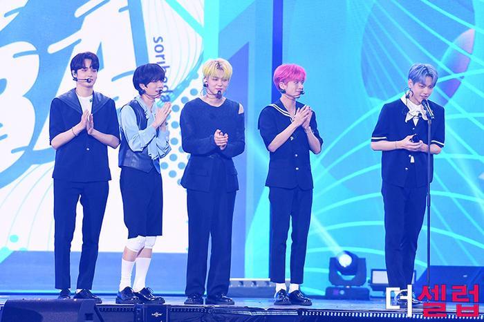 Người chiến thắng 'SOBA 2020': BTS nhận Daesang, Kang Daniel - TWICE và Red Velvet ôm về nhiều cúp lớn Ảnh 21