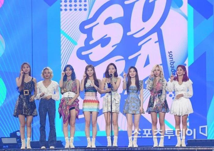 Người chiến thắng 'SOBA 2020': BTS nhận Daesang, Kang Daniel - TWICE và Red Velvet ôm về nhiều cúp lớn Ảnh 40