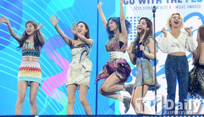 Người chiến thắng 'SOBA 2020': BTS nhận Daesang, Kang Daniel - TWICE và Red Velvet ôm về nhiều cúp lớn Ảnh 26