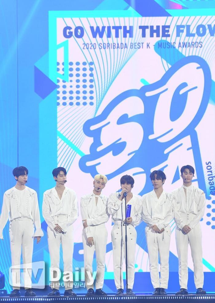 Người chiến thắng 'SOBA 2020': BTS nhận Daesang, Kang Daniel - TWICE và Red Velvet ôm về nhiều cúp lớn Ảnh 42
