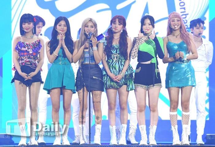 Người chiến thắng 'SOBA 2020': BTS nhận Daesang, Kang Daniel - TWICE và Red Velvet ôm về nhiều cúp lớn Ảnh 29