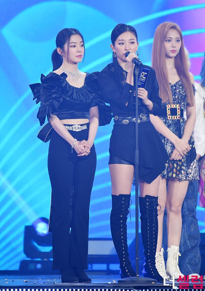 Người chiến thắng 'SOBA 2020': BTS nhận Daesang, Kang Daniel - TWICE và Red Velvet ôm về nhiều cúp lớn Ảnh 44
