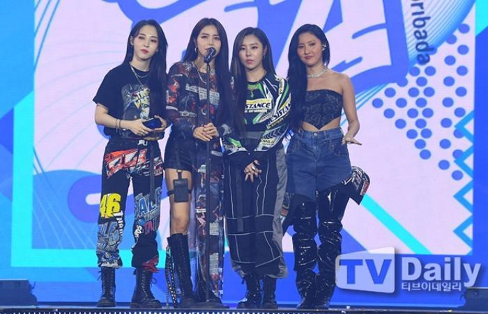Người chiến thắng 'SOBA 2020': BTS nhận Daesang, Kang Daniel - TWICE và Red Velvet ôm về nhiều cúp lớn Ảnh 36