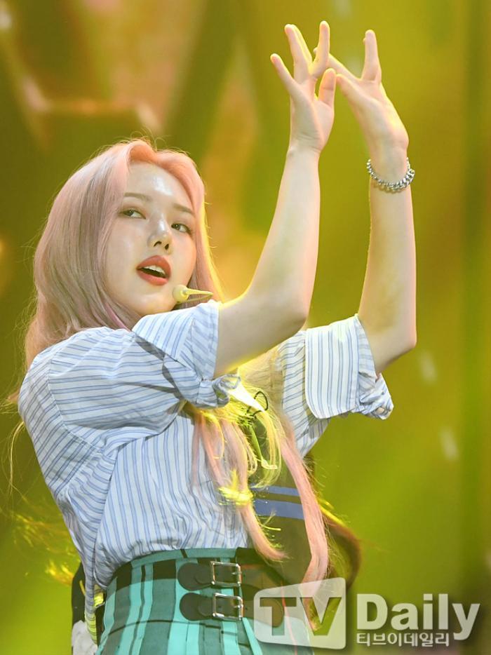 Dàn visual của TWICE, Red Velvet, IZ*ONE, ITZY đọ sắc tại hậu trường 'SOBA 2020': Ai là 'Nữ thần Kpop'? Ảnh 40