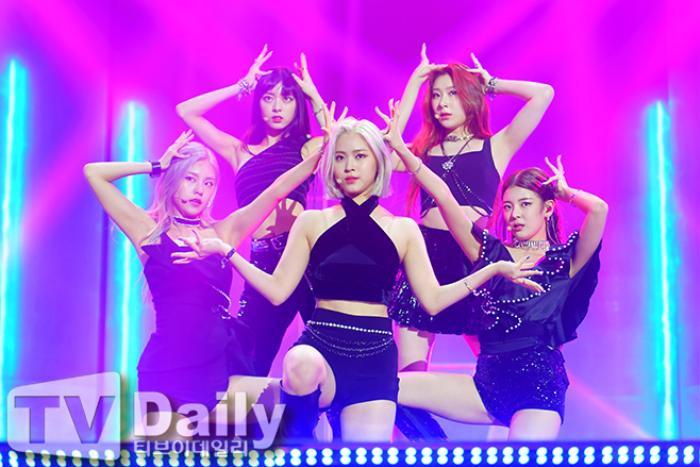 Dàn visual của TWICE, Red Velvet, IZ*ONE, ITZY đọ sắc tại hậu trường 'SOBA 2020': Ai là 'Nữ thần Kpop'? Ảnh 32