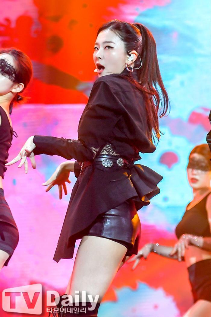 Dàn visual của TWICE, Red Velvet, IZ*ONE, ITZY đọ sắc tại hậu trường 'SOBA 2020': Ai là 'Nữ thần Kpop'? Ảnh 7