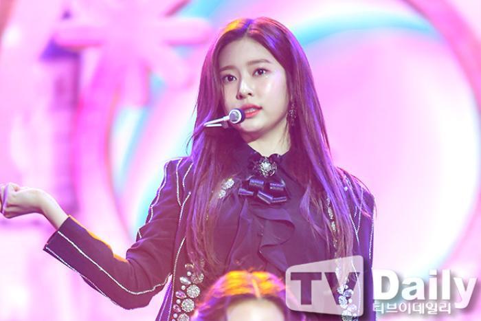 Dàn visual của TWICE, Red Velvet, IZ*ONE, ITZY đọ sắc tại hậu trường 'SOBA 2020': Ai là 'Nữ thần Kpop'? Ảnh 31