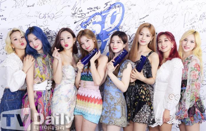 Dàn visual của TWICE, Red Velvet, IZ*ONE, ITZY đọ sắc tại hậu trường 'SOBA 2020': Ai là 'Nữ thần Kpop'? Ảnh 12