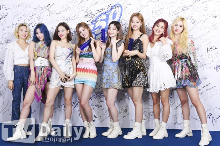 Dàn visual của TWICE, Red Velvet, IZ*ONE, ITZY đọ sắc tại hậu trường 'SOBA 2020': Ai là 'Nữ thần Kpop'? Ảnh 11