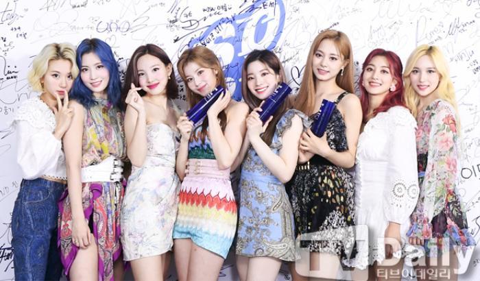 Dàn visual của TWICE, Red Velvet, IZ*ONE, ITZY đọ sắc tại hậu trường 'SOBA 2020': Ai là 'Nữ thần Kpop'? Ảnh 10
