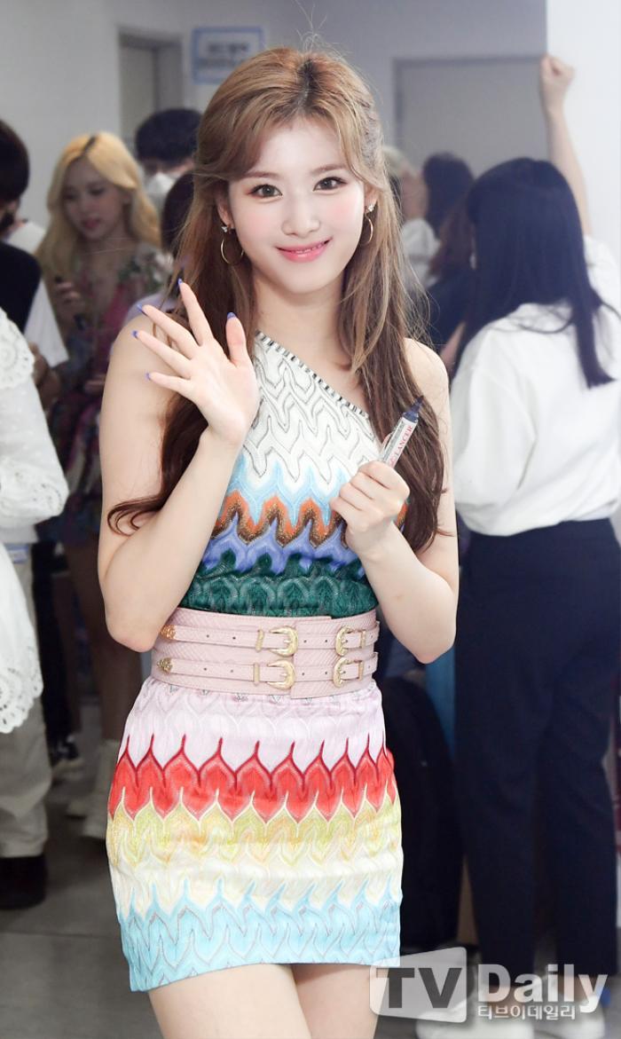 Dàn visual của TWICE, Red Velvet, IZ*ONE, ITZY đọ sắc tại hậu trường 'SOBA 2020': Ai là 'Nữ thần Kpop'? Ảnh 25