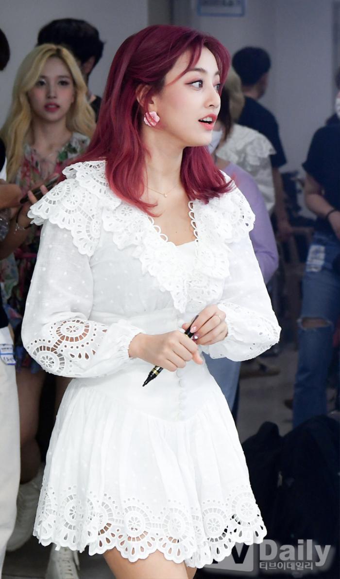 Dàn visual của TWICE, Red Velvet, IZ*ONE, ITZY đọ sắc tại hậu trường 'SOBA 2020': Ai là 'Nữ thần Kpop'? Ảnh 16