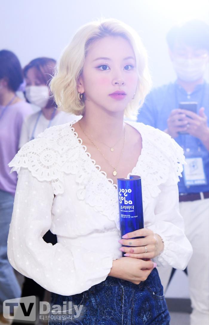 Dàn visual của TWICE, Red Velvet, IZ*ONE, ITZY đọ sắc tại hậu trường 'SOBA 2020': Ai là 'Nữ thần Kpop'? Ảnh 14