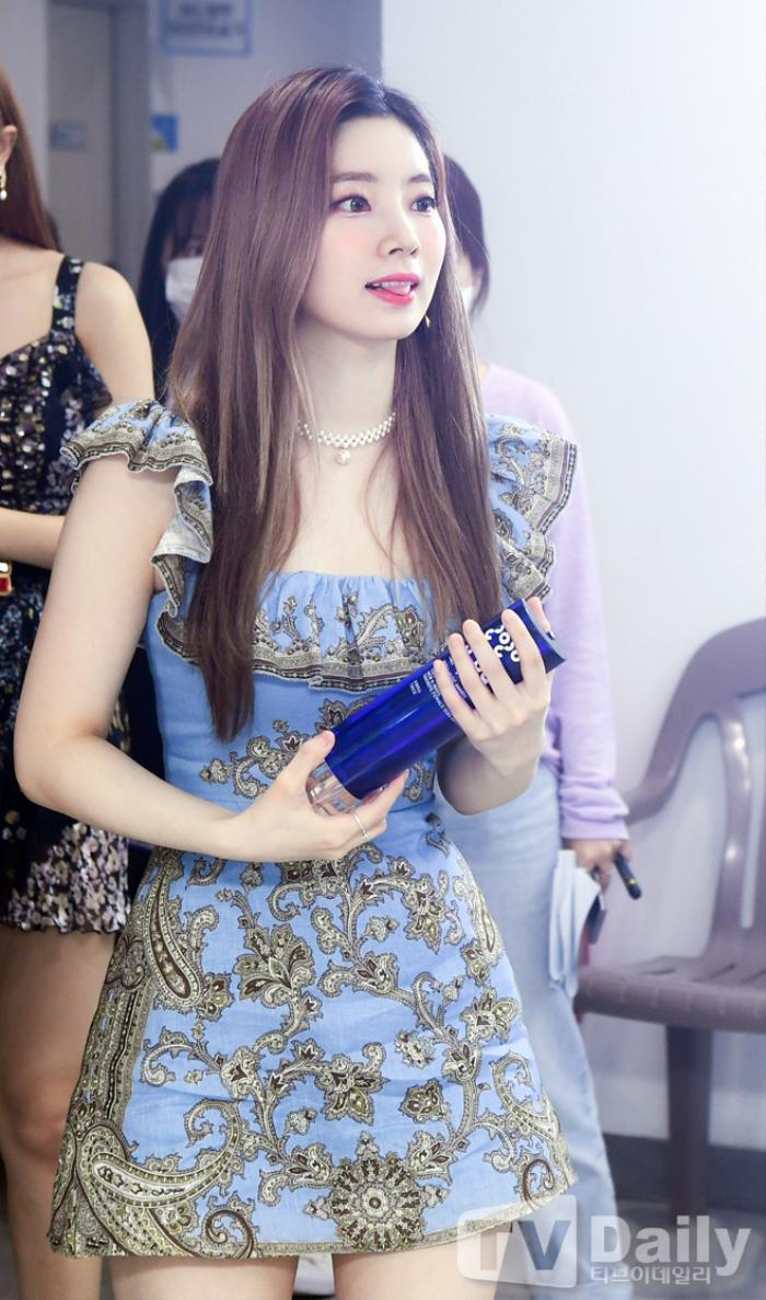 Dàn visual của TWICE, Red Velvet, IZ*ONE, ITZY đọ sắc tại hậu trường 'SOBA 2020': Ai là 'Nữ thần Kpop'? Ảnh 21
