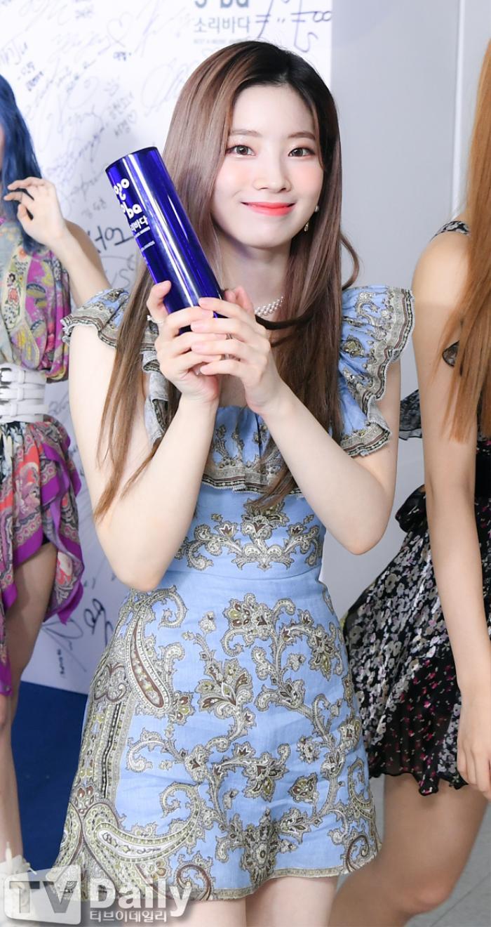 Dàn visual của TWICE, Red Velvet, IZ*ONE, ITZY đọ sắc tại hậu trường 'SOBA 2020': Ai là 'Nữ thần Kpop'? Ảnh 20