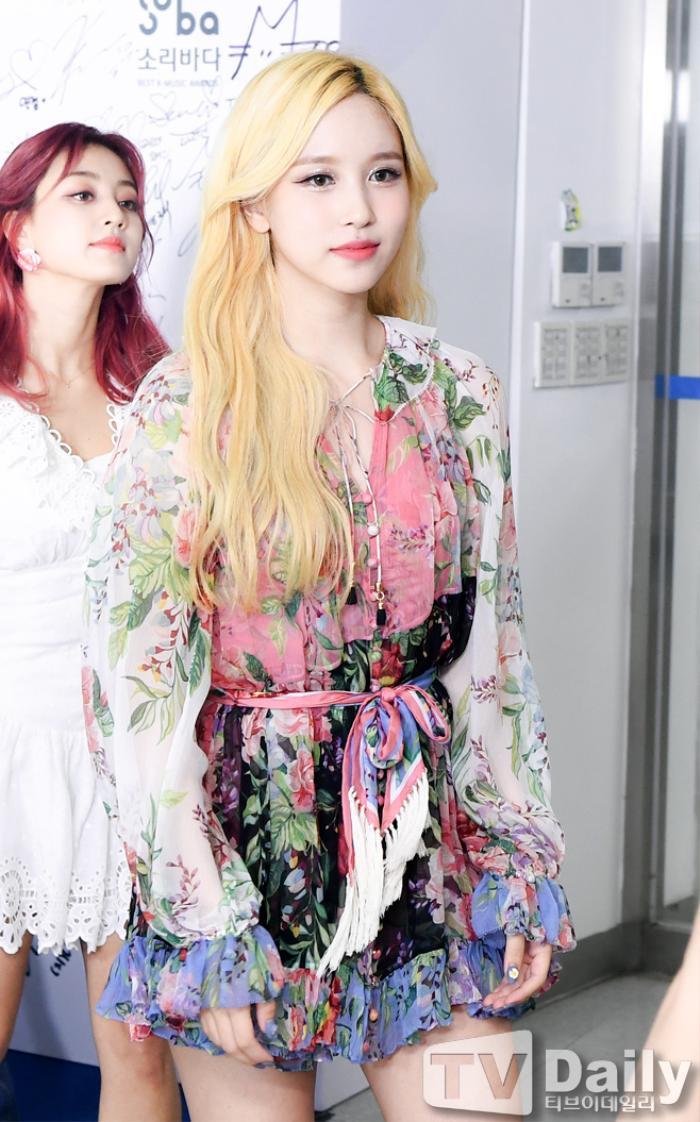 Dàn visual của TWICE, Red Velvet, IZ*ONE, ITZY đọ sắc tại hậu trường 'SOBA 2020': Ai là 'Nữ thần Kpop'? Ảnh 17