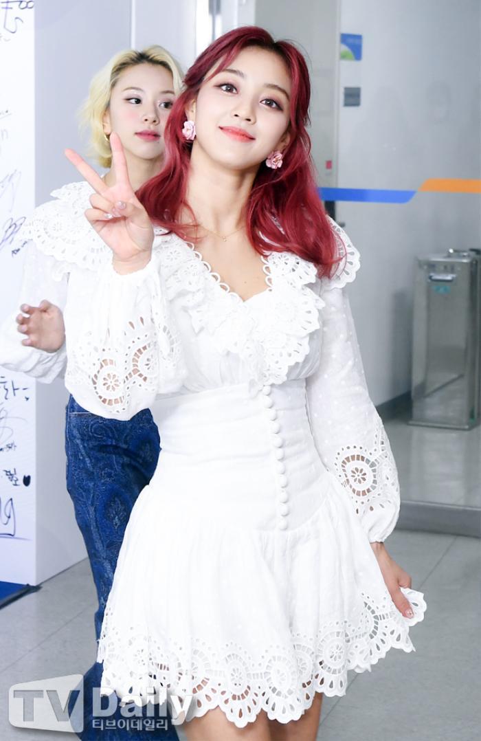 Dàn visual của TWICE, Red Velvet, IZ*ONE, ITZY đọ sắc tại hậu trường 'SOBA 2020': Ai là 'Nữ thần Kpop'? Ảnh 15