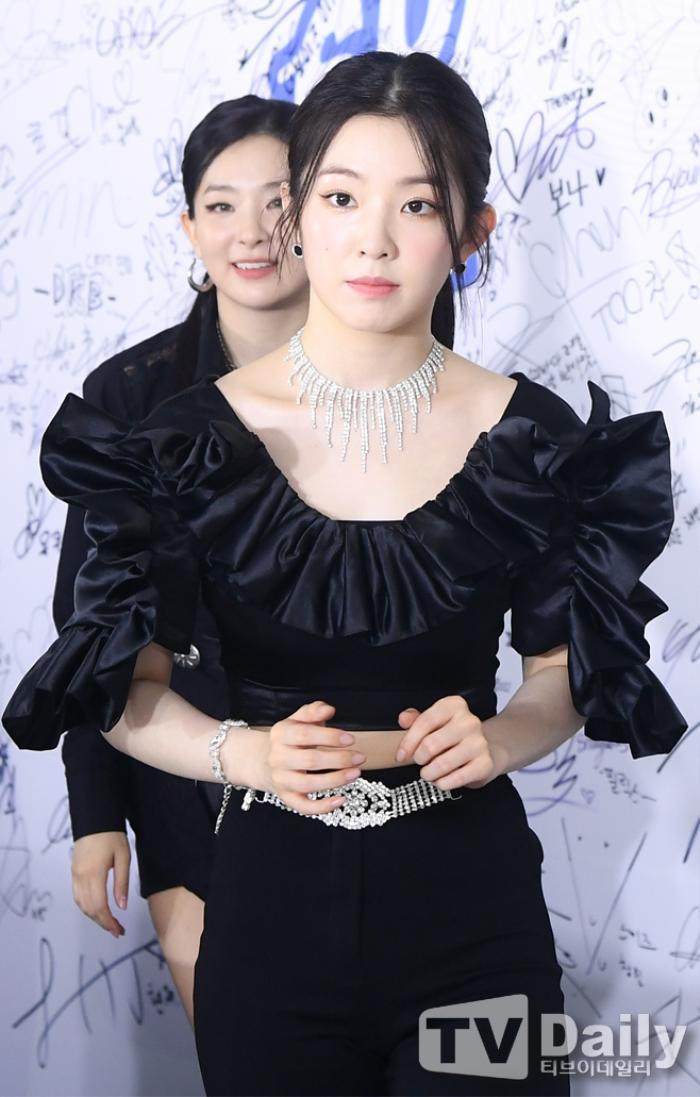 Dàn visual của TWICE, Red Velvet, IZ*ONE, ITZY đọ sắc tại hậu trường 'SOBA 2020': Ai là 'Nữ thần Kpop'? Ảnh 2