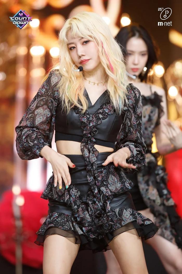 Namjoo (Apink) sẽ debut solo vào tháng 9 cùng Soyeon [(G)I-DLE]