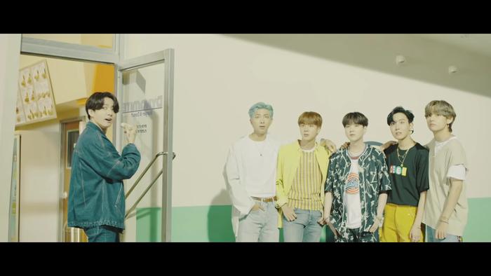 BlackPink ở lại, BTS đi nhé: Kỷ lục lượt xem trực tuyến của girlgroup nhà YG chính thức sụp đổ!
